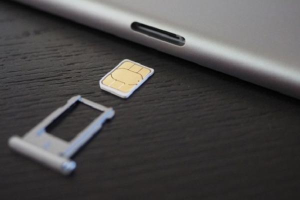 Слот SIM на Айфоне